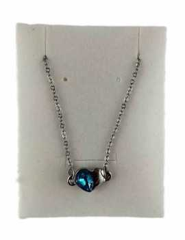 Colgante en forma de corazón pequeño y original. Una mitad color plata y la otra con cristal de Swarovski color Azal